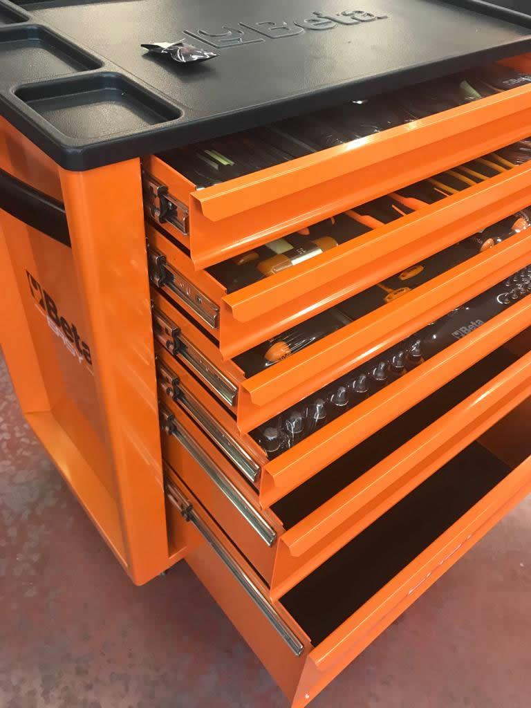 carrello beta easy con utensili dentro i cassetti