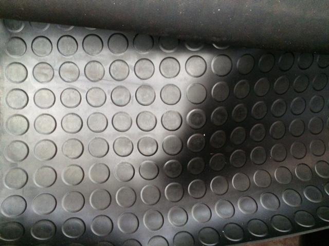 Lastra gomma tappeto bullonata nero spessore 3mm - Vendita Ferramenta