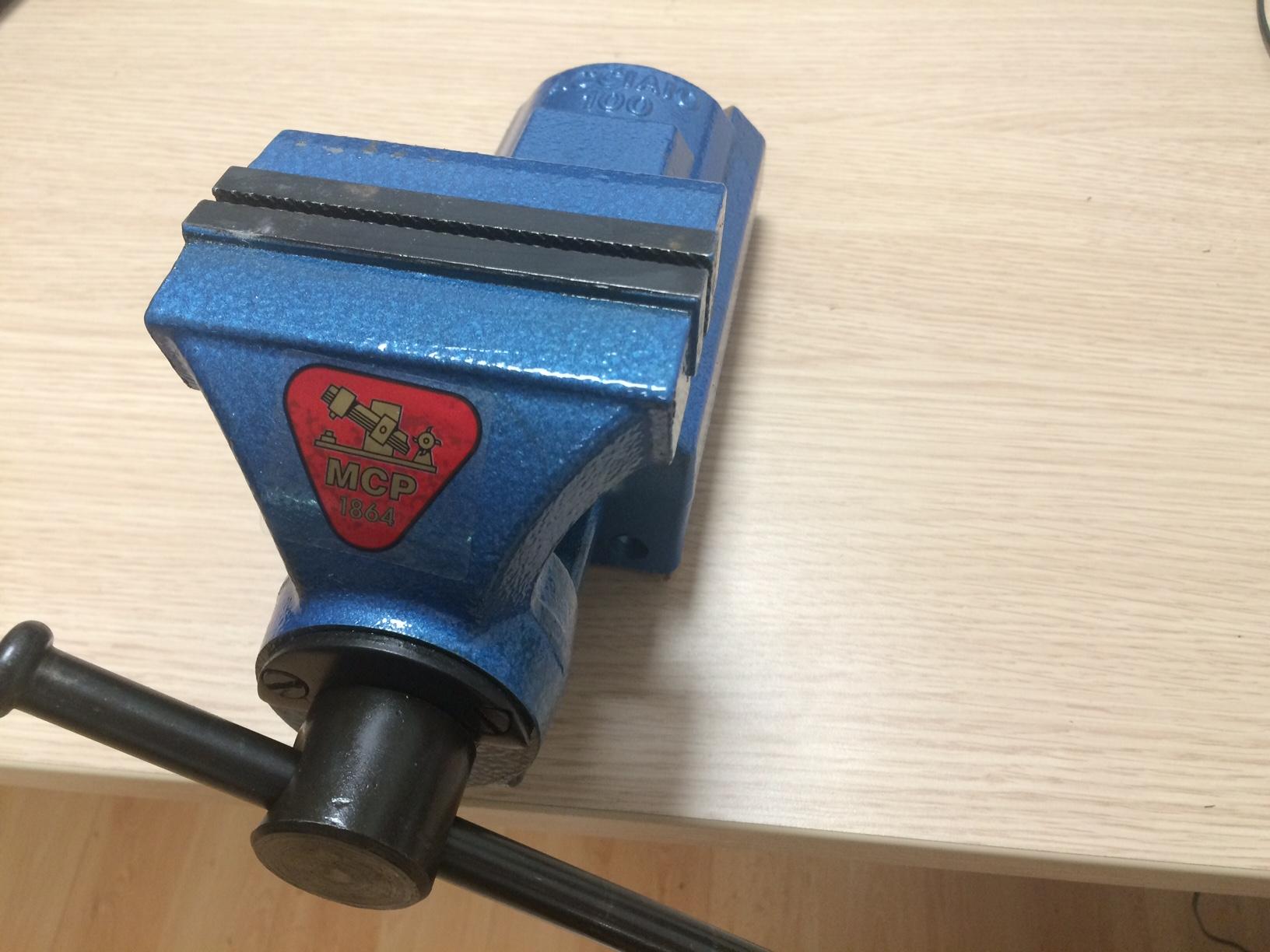 Morsa da banco in acciaio ganascia posteriore scorrevole for Morsa da banco idraulica