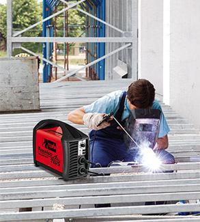 Saldatura ad elettrodo con Telwin Tecnica 211/S
