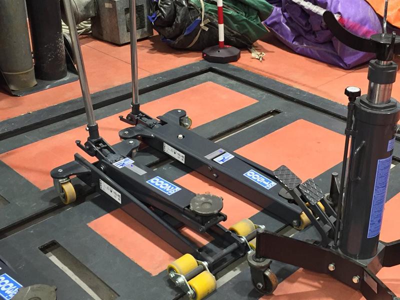 Utilizzo sollevatore idraulico a carrello OMCN